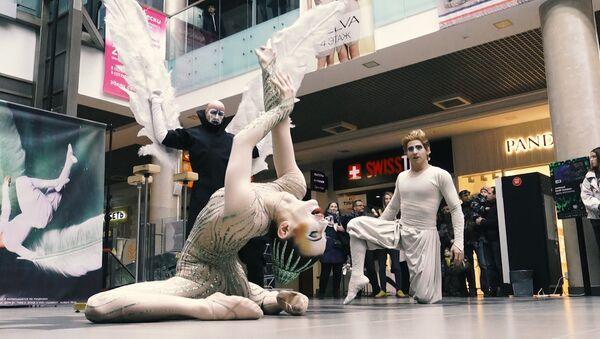 Відэафакт: флэшмоб артыстаў Cirque du Soleil прайшоў у Мінску - Sputnik Беларусь