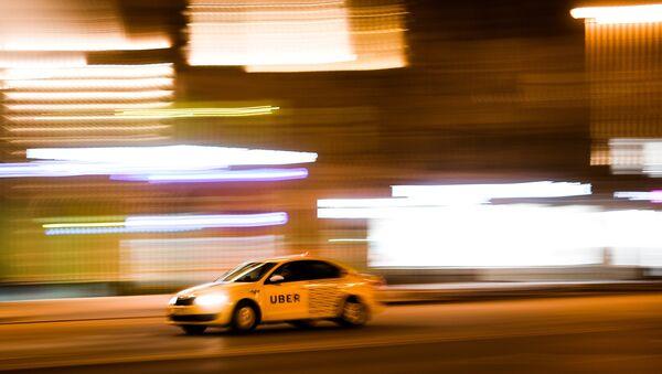 Таксі UBER на адной з вуліц, архіўнае фота - Sputnik Беларусь