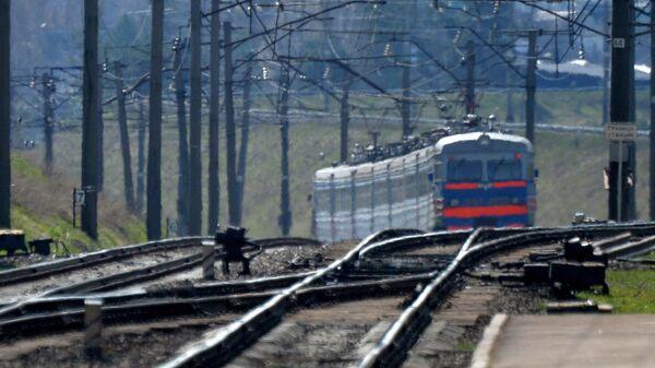 Электричка подъезжает к станции, архивное фото - Sputnik Беларусь