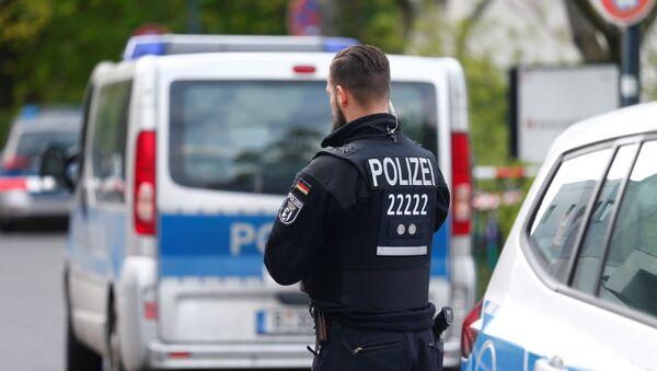 Полицейский в Берлине после стрельбы - Sputnik Беларусь