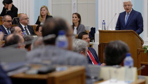 Премьер-министр Черногории Душко Маркович выступает в парламенте страны - Sputnik Беларусь