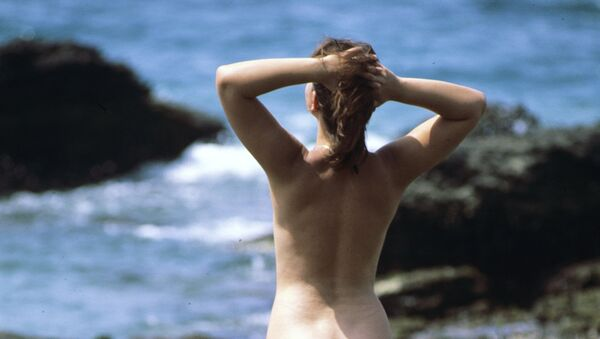 Девушка, нудистский пляж, архивное фото - Sputnik Беларусь
