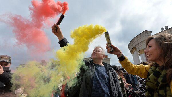 29 красавіка ў сталічным парку Dreamland прайшоў першы дзень Фестывалю каляровага дыму, які арганізоўвае арт-праект Разам Запальваем з Санкт-Пецярбурга - Sputnik Беларусь