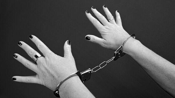 Женщина в наручниках, архивное фото - Sputnik Беларусь