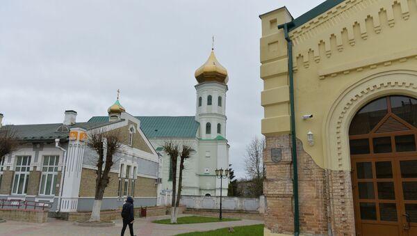 Свято-Троицкий собор в Слониме, священнику которого 16-летний  Александр  первым рассказал о трагическом происшествии  в семье Богданов - Sputnik Беларусь