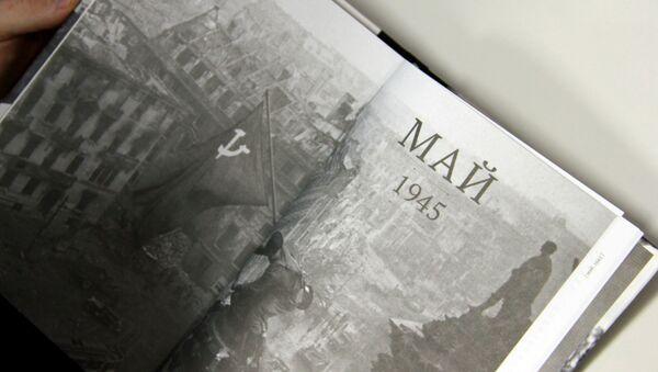 Разворот книги От Советского информбюро. Сводки 1941-1945 - Sputnik Беларусь