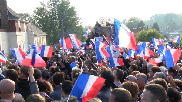 Последние перед вторым туром выборов митинги Макрона и Ле Пен прошли во Франции - Sputnik Беларусь