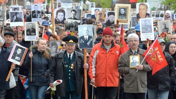 Удзельнікі акцыі Бессмяротны полк у Мінску - Sputnik Беларусь
