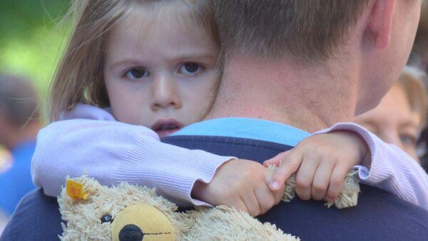Ребенок с отцом - Sputnik Беларусь