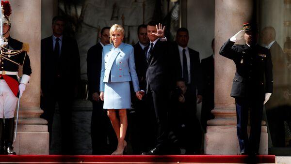Президент Франции Эммануэль Макрон с супругой Бриджит Тронье - Sputnik Беларусь