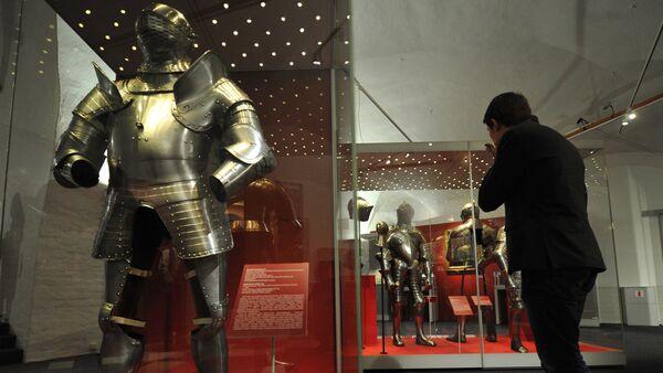 Даспех Генрыха VIII (каля 1539 года), прадстаўлены ў экспазіцыі выставы Залаты век англійскага двара: ад Генрыха VIII да Карла I  у музеях Маскоўскага Крамля, архіўнае фота - Sputnik Беларусь