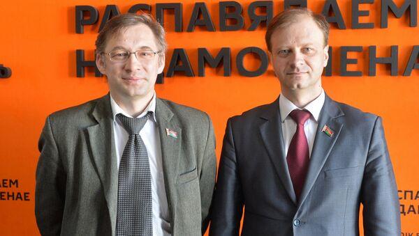 Депутаты Палаты представителей Национального собрания РБ Валерий Бороденя и Владислав Щепов - Sputnik Беларусь