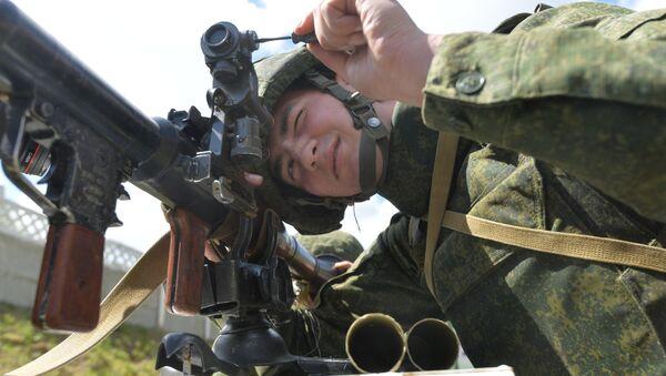 Солдат на стрельбище - Sputnik Беларусь