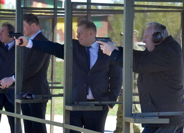 Депутатам разрешили пострелять боевыми патронами - Sputnik Беларусь