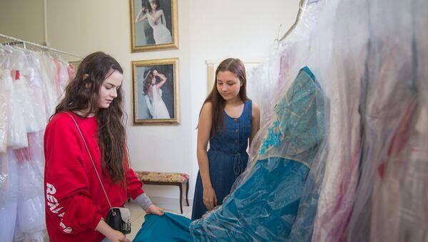 Выбор платья, архивное фото - Sputnik Беларусь