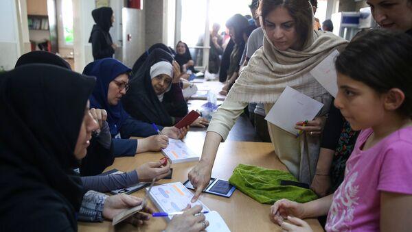 Голосование на избирательном участке в Тигеране - Sputnik Беларусь