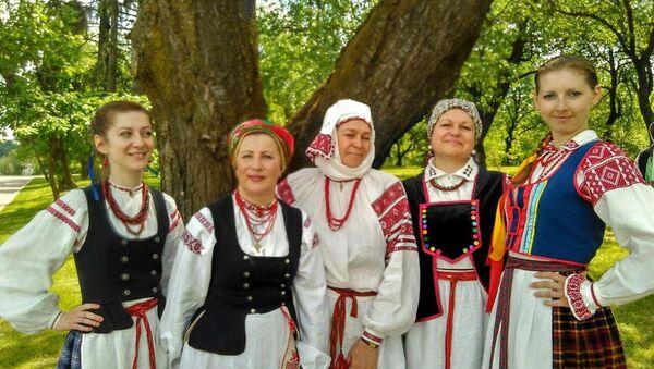 Традыцыйныя строі на святочным кірмашы - Sputnik Беларусь