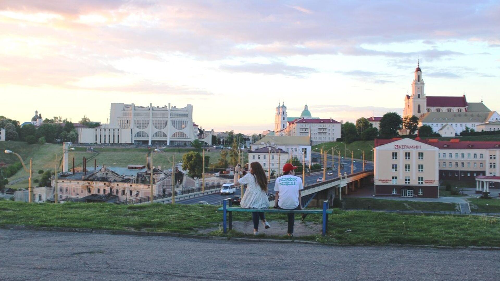 С площадки в сквере по улице Дарвина открывается самый красивый вид на Гродно - Sputnik Беларусь, 1920, 16.09.2021
