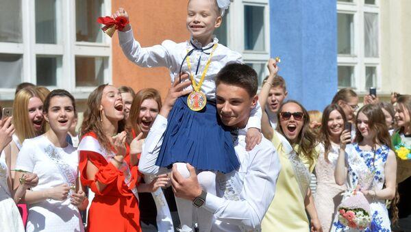 Символический последний звонок для выпускников - Sputnik Беларусь