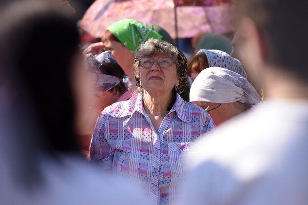 Православные жители Добрушского района помнят и любят своего пастыря. Говорят, молитвенные просьбы к нему сбываются. - Sputnik Беларусь