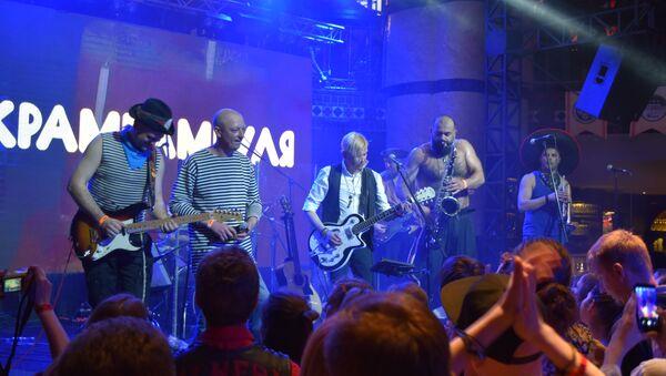 Первый с 2008 года сольный концерт группы Крамбамбуля в Минске - Sputnik Беларусь