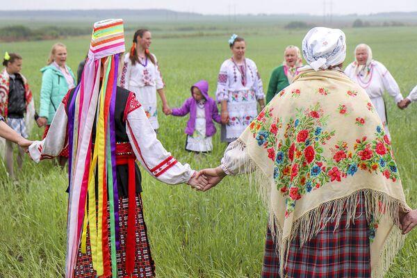 Традыцыя згасае, ужо цалкам нідзе не праводзіцца, але яна яшчэ важная жыхарам сама сабою і гучаннем вясновых песень і карагодаў. - Sputnik Беларусь