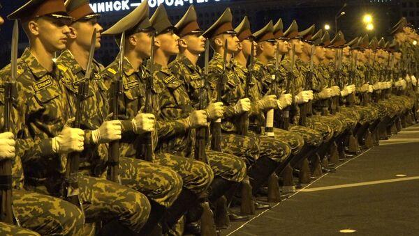 Рота ганаровай варты правяла рэпетыцыю парада да Дня Незалежнасці - Sputnik Беларусь