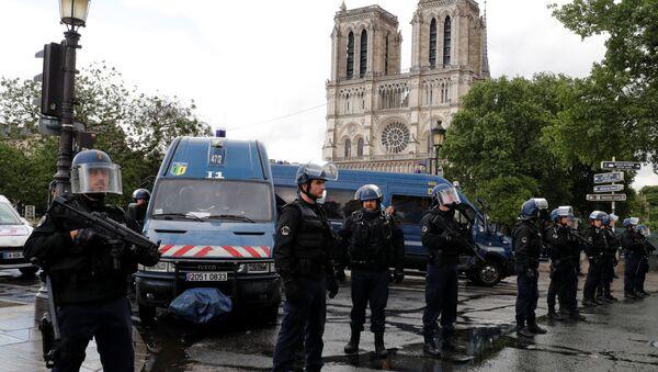 Полиция на месте инцидента в Париже - Sputnik Беларусь