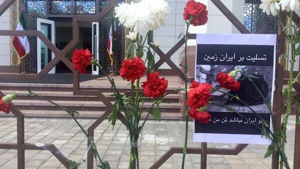 Цветы у посольства Ирана - Sputnik Беларусь