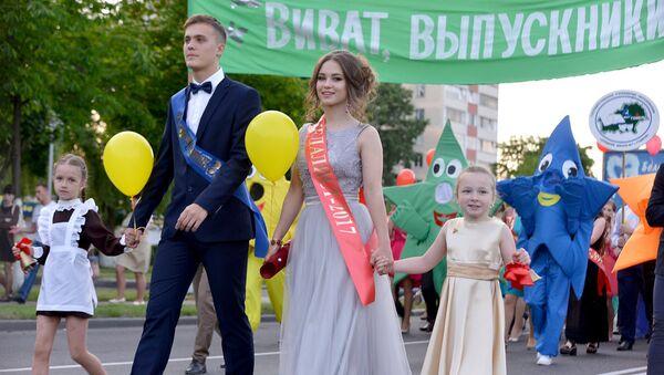 Парад выпускников в Новобелицком районе Гомеля - Sputnik Беларусь