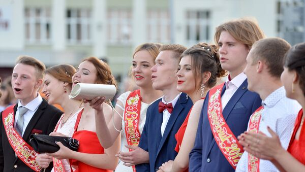Выпускники, архивное фото - Sputnik Беларусь