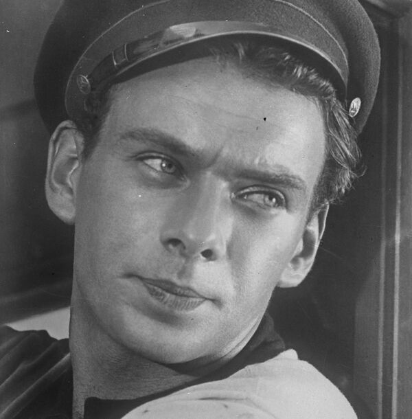 Одна из первых известных ролей Алексея Баталова - Саша Румянцев в фильме Дело Румянцева, 1955 год. - Sputnik Беларусь