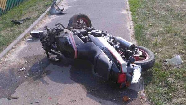 Разбитый в результате ДТП мотоцикл - Sputnik Беларусь