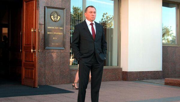 Министр иностранных дел Беларуси Владимир Макей на пороге здания МИД - Sputnik Беларусь