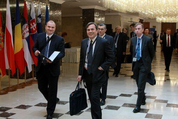 Заместитель министра иностранных дел Италии Винченцо Амендола (в центре). - Sputnik Беларусь