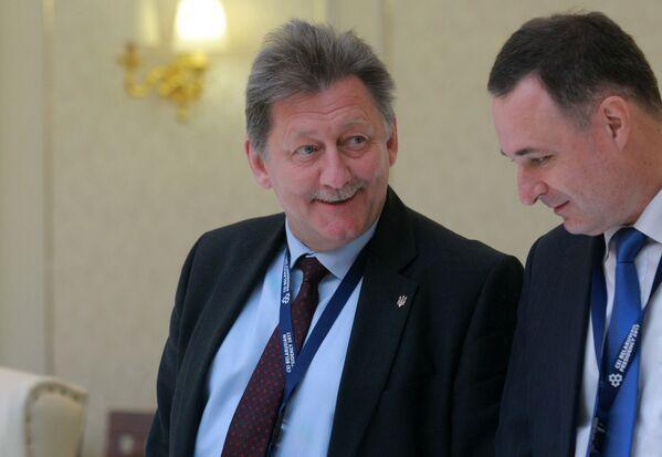 Чрезвычайный и Полномочный Посол Украины в Республике Беларусь Игорь Кизим (слева). - Sputnik Беларусь