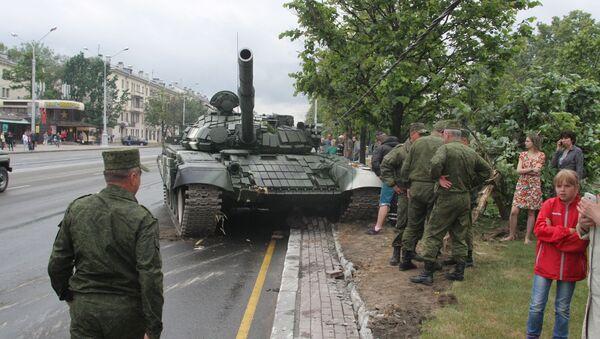 ДТП с танком во время репетиции парада в Минске - Sputnik Беларусь