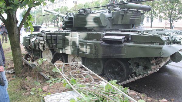 Танк врезался в столб в Минске - Sputnik Беларусь