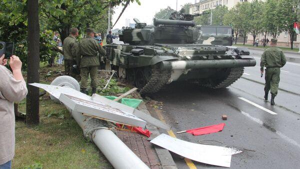Авария с танком Т-72 в Минске - Sputnik Беларусь
