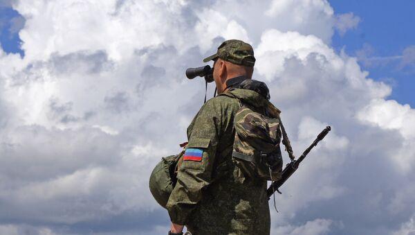 Военнослужащий Народной милиции ЛНР - Sputnik Беларусь