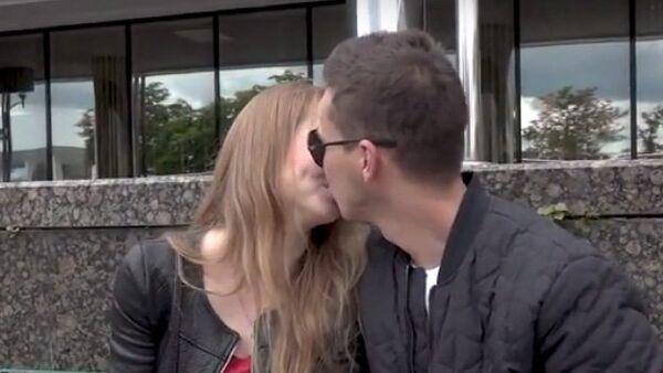 В День поцелуя Адам Глобус и минчане – об открытом проявлении чувств - Sputnik Беларусь