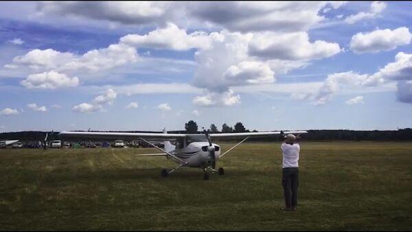 Абдымаючы неба: юбілей аэрадрома з парашутыстамі і самалётамі - Sputnik Беларусь