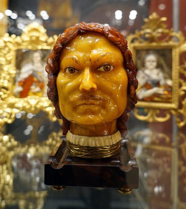 Выставка икон и скульптур из янтаря Александра Крылова - Sputnik Беларусь