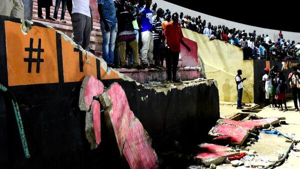 Давка на футболе и обрушение стены в Дакаре - Sputnik Беларусь