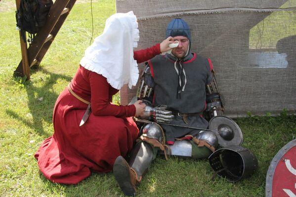 Пасля бойкі дамы сэрца завіхаюцца над сваімі рыцарамі. - Sputnik Беларусь