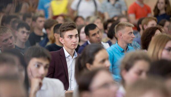 Будучыя першакурснікі ў БДУІРы - Sputnik Беларусь