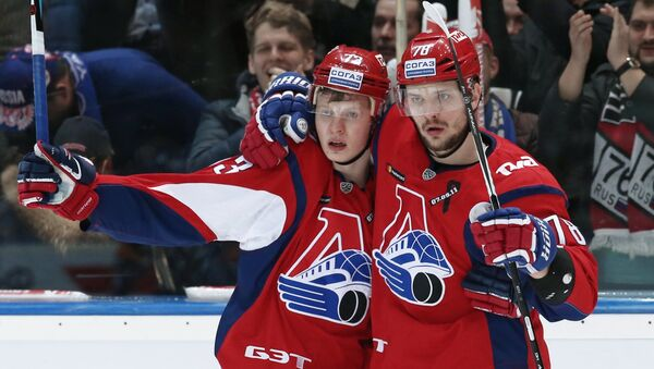 Игроки ХК Локомотив Никита Черепанов (слева) и Александр Кадейкин - Sputnik Беларусь