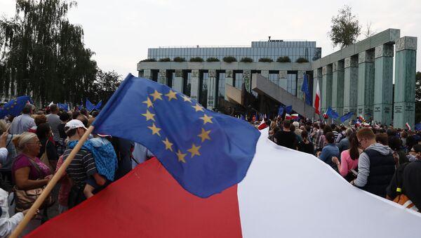 Флаги Польши и Евросоюза - Sputnik Беларусь