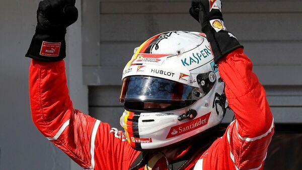 Себастьян Феттель празднует победу на Гран-при Венгрии - Sputnik Беларусь