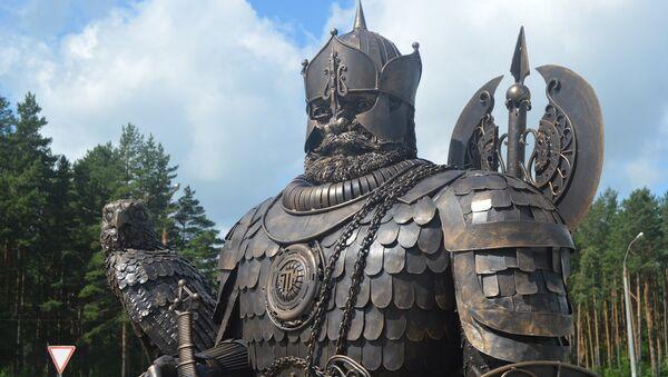 Скульптура Князь Изяслав в Заславле - Sputnik Беларусь